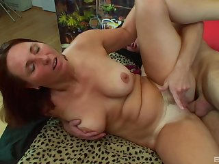 Mature Daniela gets her special covered in warm sperm