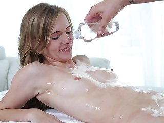 Pulling Kaylee Jewel rides a throbbing cock like her life depends on well-found
